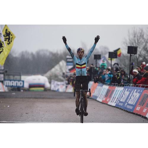 #61 Valverde ovalverdeoval a Van Aert osaganoval konkurenciu