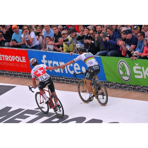#70 Sagan si konečne potykal s pavé Paríž-Roubaix